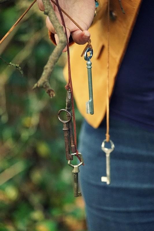 les clefs avec main karine legagneur thérapeute mieux être redimensionné